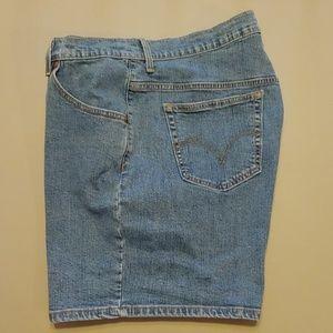 Levis Women's Classic Fit Denim Shorts